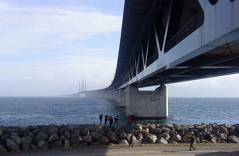 800px-Oresund_bridge_from_peberholm2