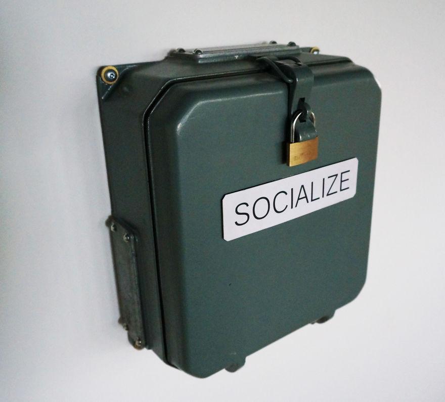 Socialize-570643849a059__880