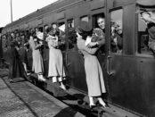 old-photos-vintage-war-couples-love-romance-32-573301fff13e7__880