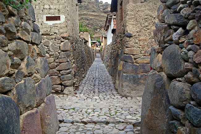 ollantaytambo-travel-guide