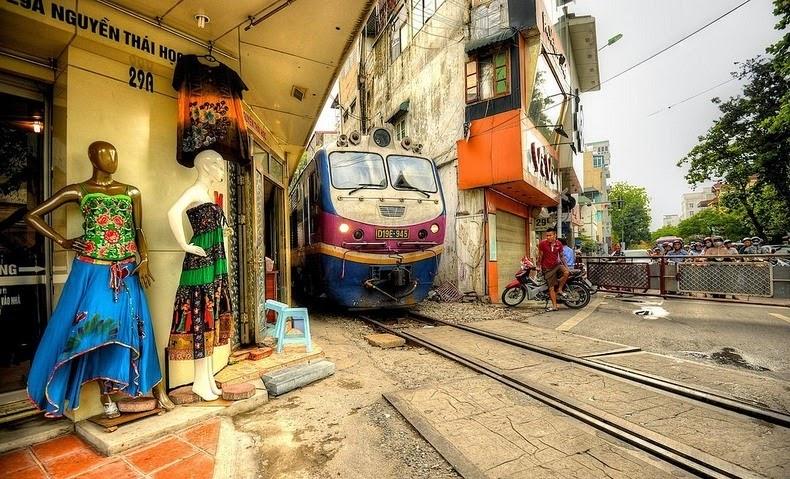 hanoi-train-track-11[2]