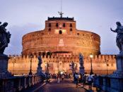 Mausoleul lui Hadrian a fost terminat în anul 139 d.Hr. și preschimbat în fortăreață în anul 400. Astăzi servește ca muzeu.